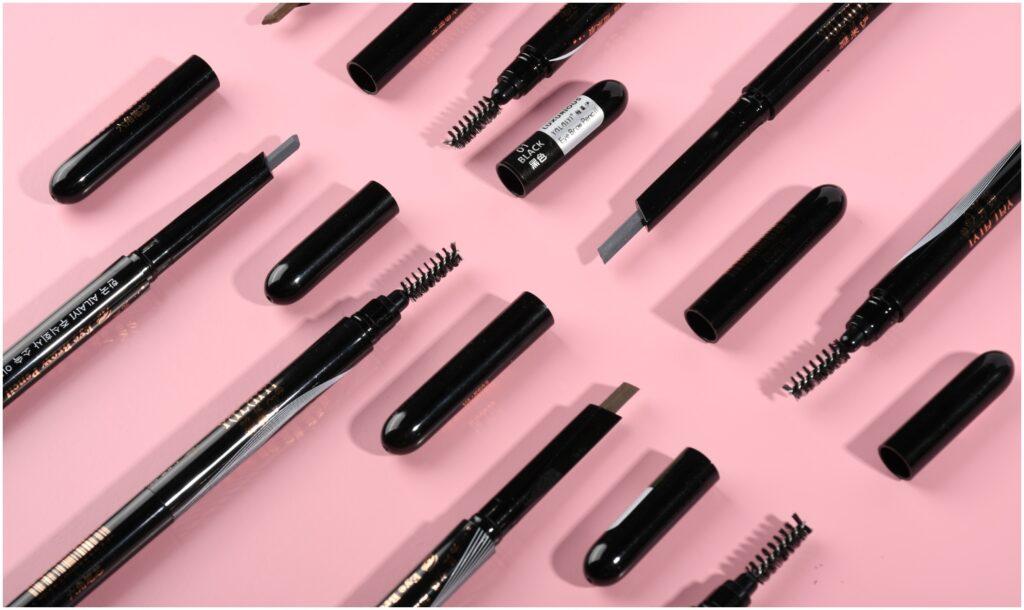 修眉 眉筆主要分為幼身設計及扁平斜角設計,方便勾勒可同的眉型。