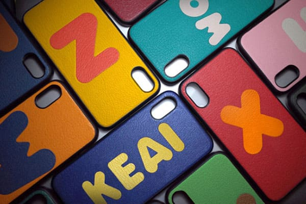 客製化手機殼:超多顏色選擇,可以自由搭配字母及背皮顏色