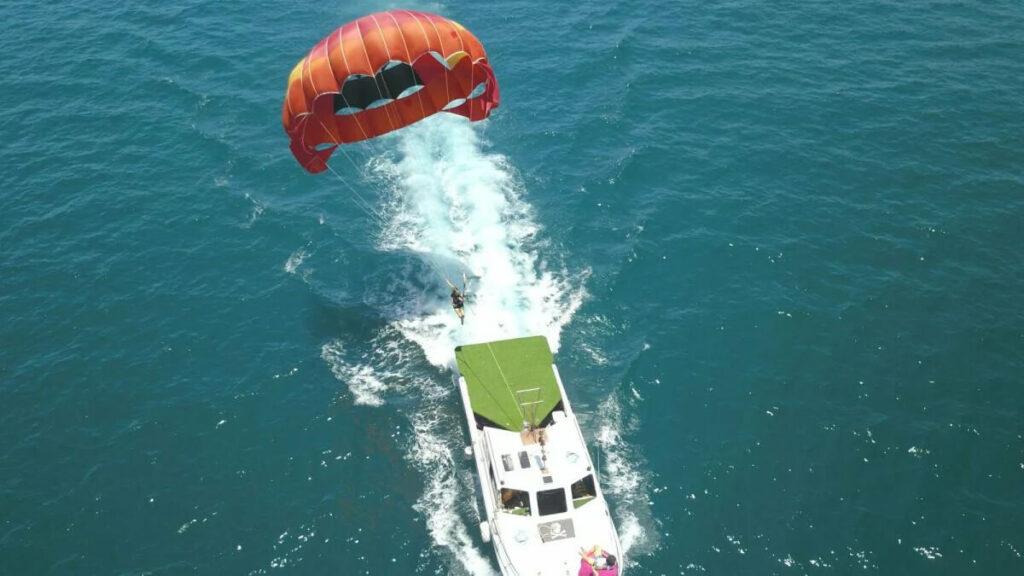 澎湖水上活動「海上拖曳傘」,到澎湖必須玩。
