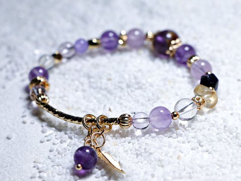 水晶手鍊推薦:紫水晶有助提升智慧、招來貴人