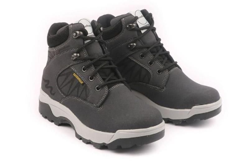 登山裝備推薦:輕量防水登山靴 女款