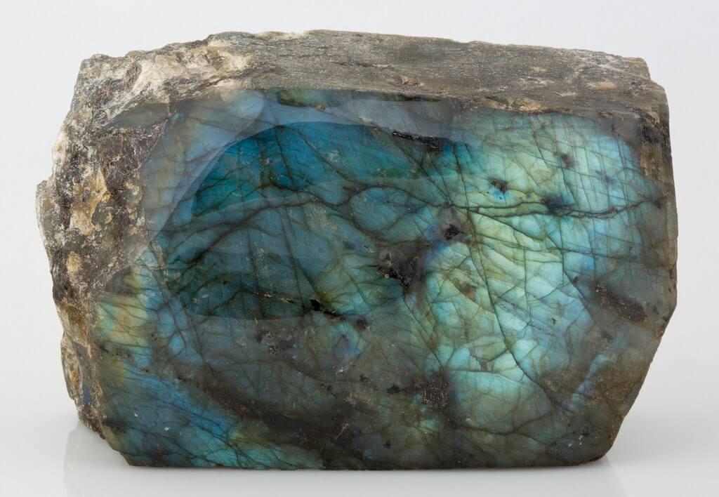 拉長石的名字 Labradorite,來自加拿大的拉布拉多