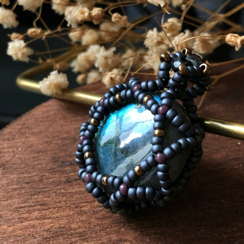 拉長石是珍貴的寶石