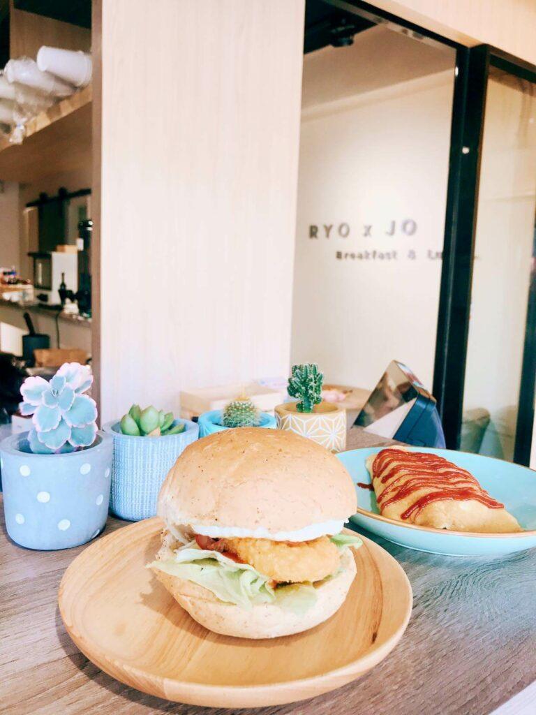 台北寵物友善餐廳推薦:Ryo.co 早午餐×咖哩食肆的漢堡
