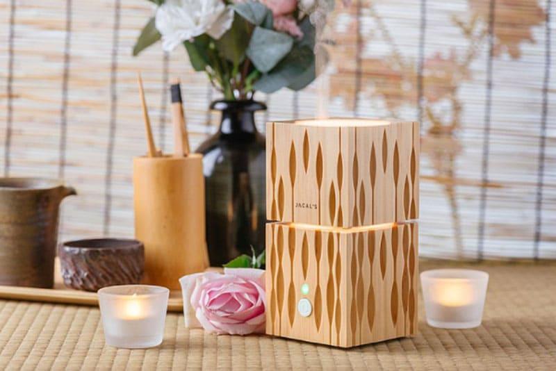 使用松木打造而成,會有淡淡的松木香氣。