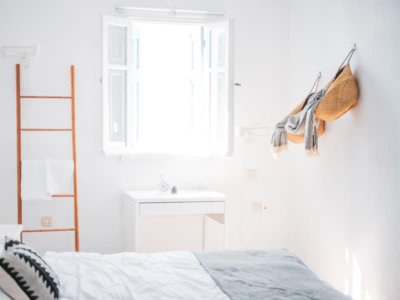黏貼掛勾和可移動的梯架