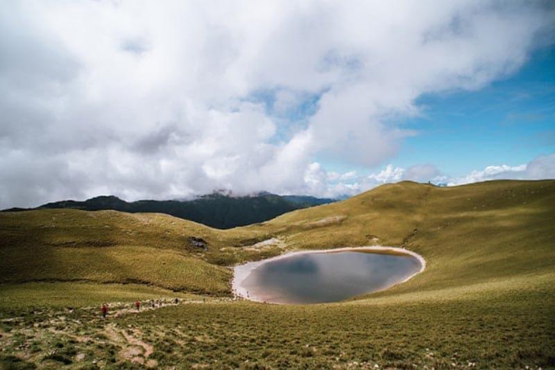 台東嘉明湖登山露營體驗