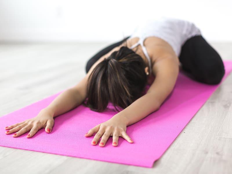 瑜珈動作-嬰兒式