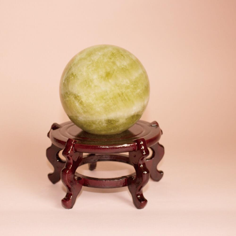 黃水晶球是常見的辦公室小物