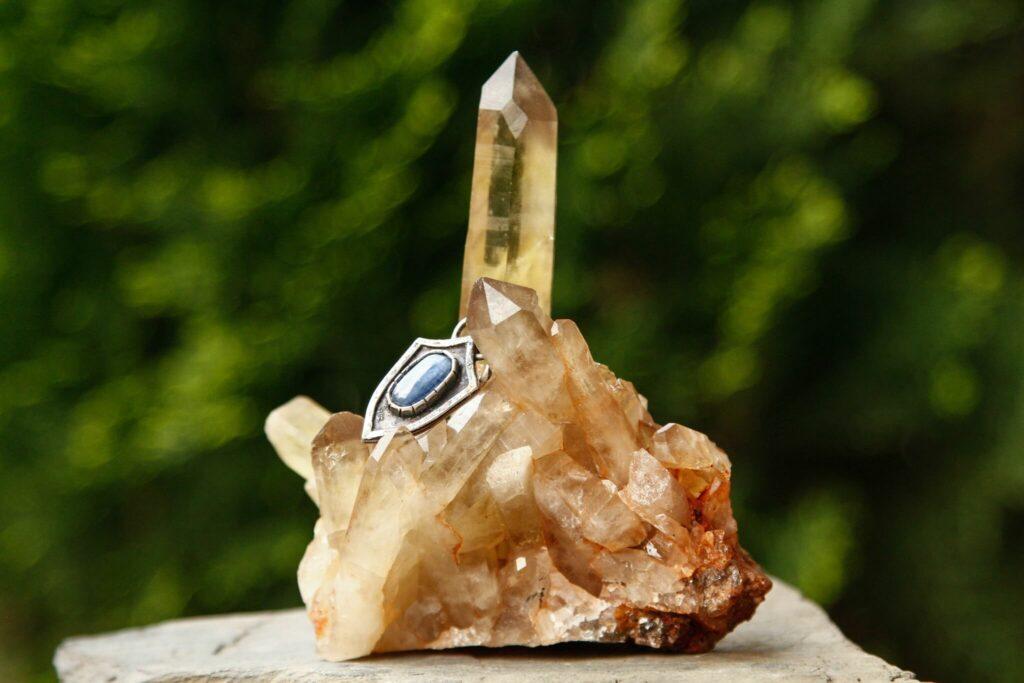 黃水晶柱有消磁的功能
