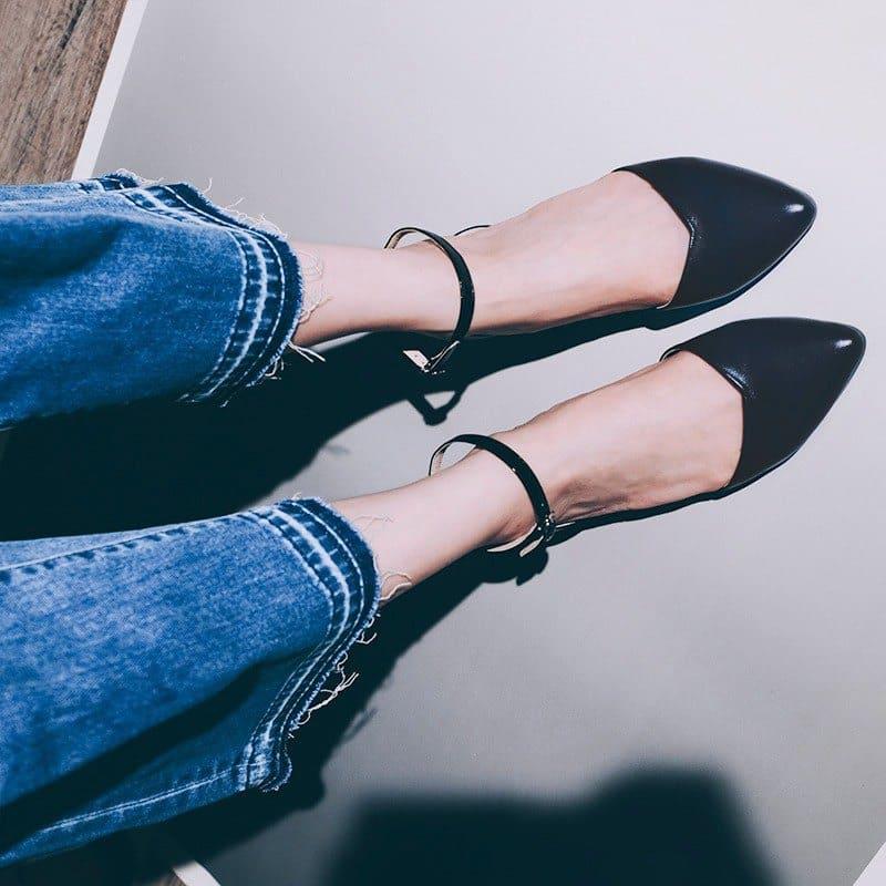 穿著鞋子尺寸合適的尖頭鞋